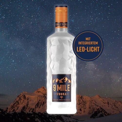 9 MILE Vodka mit LED Beleuchtung vor Nacht-Hintergrund