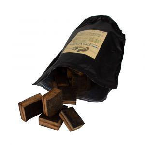 Hellhammer Smoky Chunks aus original Gin Fässern offene Packung mit Holzstückchen