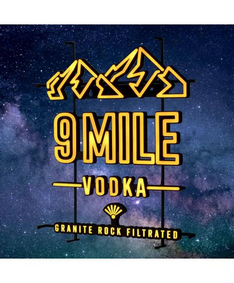 9 MILE leuchtendes LED Neon Sign in orange mit 9 MILE Granite Rock Filtrated Vodka und Bergmotiv