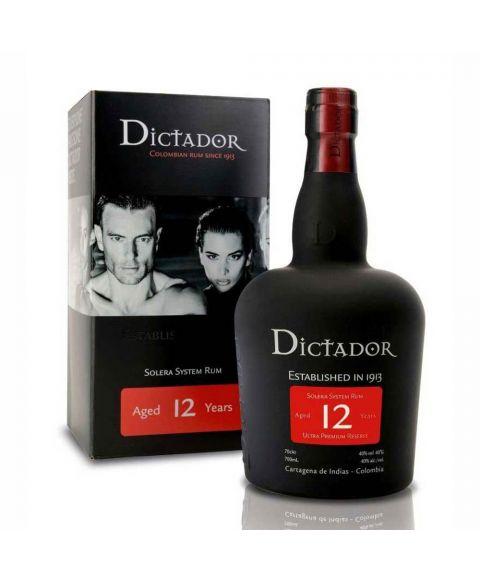 Dictador Colombian 12 YO Rum in einer form schönen matt schwarzen Flasche mit roten Highlights und 0,7l Inhalt.