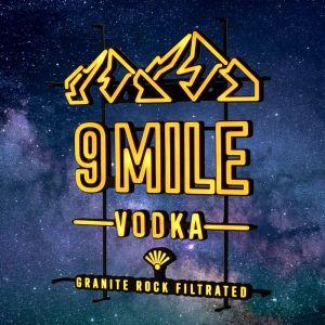 9 MILE leuchtendes LED Neon Sign in orange mit 9 MILE Granite Rock Filtrated Vodka und Bergmotiv