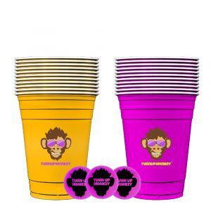 Kompaktes Beer Pong Set mit 11 gelben Bechern, 11 lila Bechern und 3 Bällen von Turn Up Monkey