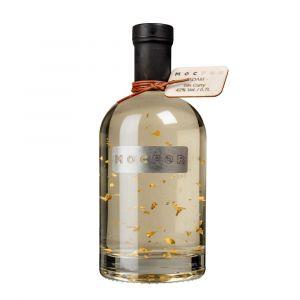Gin mit Blattgold in hochwertiger 700ml Flasche mit Holzetikett und Stahl Label