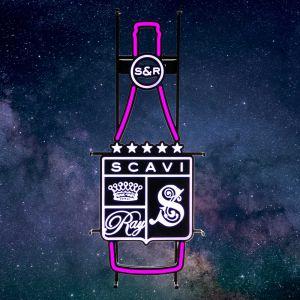 SCAVI & RAY LED Neon Sign in Flaschenform mit Markenogo leuchtend in weiß & magenta Farben